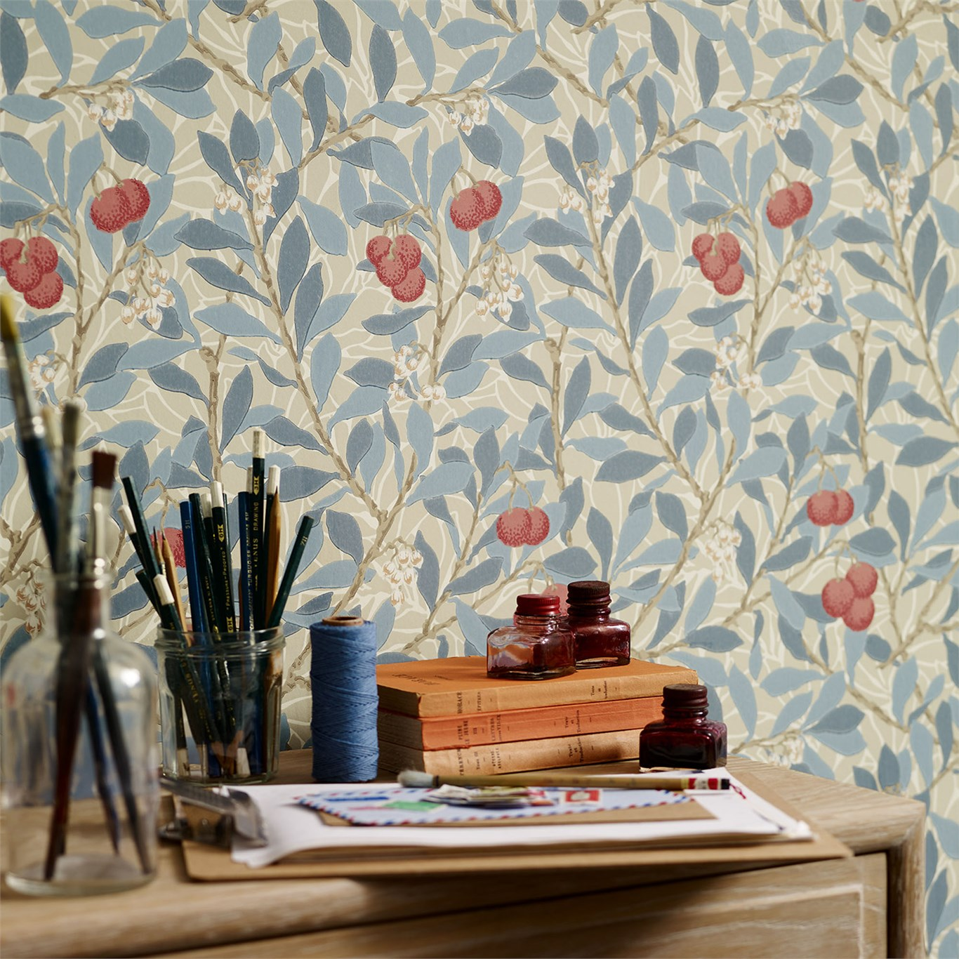 Arbutus wallpaper Detail With Desk